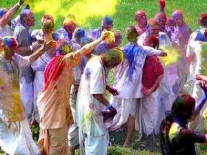 https://hemantkhurana81.files.wordpress.com/2011/03/holi-festival-india.jpg?w=300